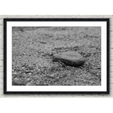 Pebble in the sand black frame
