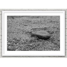 Pebble in the sand white frame